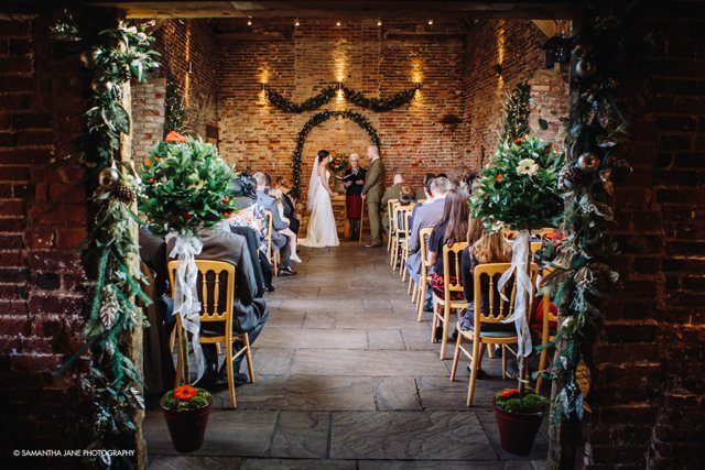 5 Fabulous Reasons to have a Barn Wedding Venue_0012