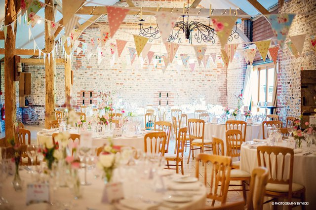 5 Fabulous Reasons to have a Barn Wedding Venue_0017